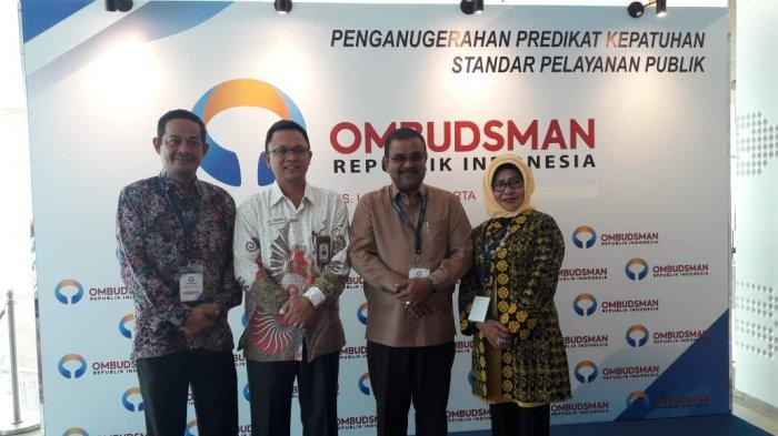 Pemberian predikat kepatuhan dalam standar pelayanan publik ke Pemerintah Kabupaten Karimun oleh Ombudsman di hotel JS Luwansa Jakarta (27/11/2019) lalu. Kabupaten Kepulauan Anambas memperoleh masuk zona merah berdasarkan survei yang dilakukan oleh Ombudsman.