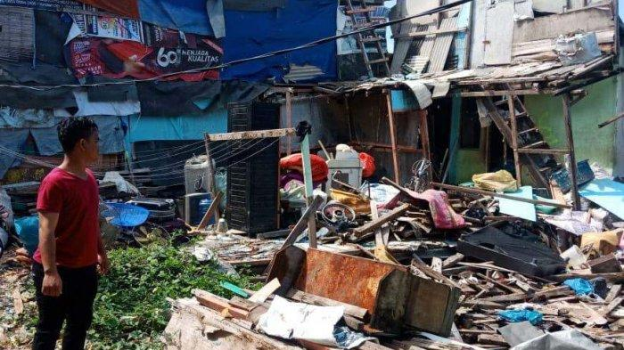 BREAKINGNEWS, Tanah Timbunan Setinggi 30 Meter Amblas di Batam, Rumah Warga Rusak Parah