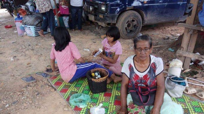 Rumah Roboh Terkena Longsor di Batam, Nenek Febri Tidur Beralas Tikar Beratapkan Langit
