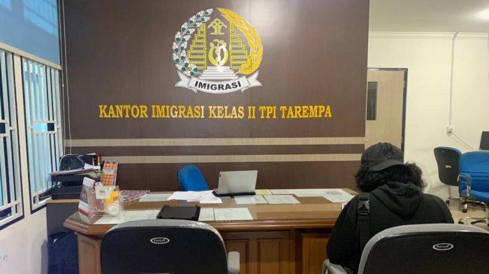 Pembuatan Paspor di Kantor Imigrasi Tarempa Anambas Sepi Akibat Corona