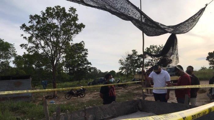 Satreskrim Polres Bintan tertibkan tambang pasir ilegal di Kampung Banjar Rt 01/ Rw 01 Desa Gunung Kijang,Kecamatan Gunung Kijang, Kabupaten Bintan,Jumat (30/4/2021).
