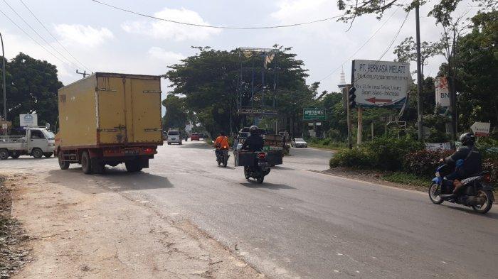 Pengendara Saling Serobot, Lampu Lalu Lintas di Simpang Fanindo Batam Tak Berfungsi