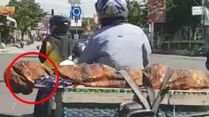 HEBOH Pria Bawa Jenazah Ibu di Bronjong Jok Motor, Ngaku Pemakaman Ditolak Warga, Ini Faktanya