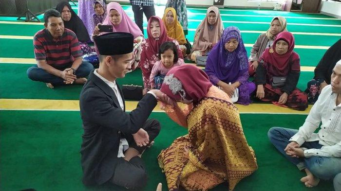 BREAKINGNEWS - Setahun Merajut Kasih, Tahanan Begal di Batam Menikah di Masjid Polresta Barelang