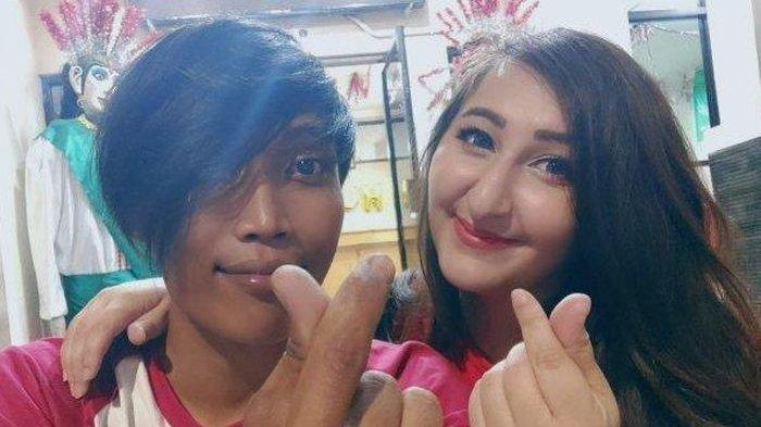 Kisah Cinta Bambang dengan Bule Cantik yang Viral Bermula dari Karaoke Smule, 'Gak Nyangka'!