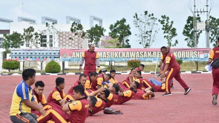 Sebanyak 382 personil di Polres Bintan mengikuti kegiatan test kesamaptaan jasmani di halaman Mapolres Bintan, Sabtu (30/01) kemarin.