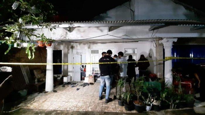 Rumah Terduga Teroris Penyerang Mabes Polri Dipasang Garis Polisi, Kelurga ke RS Polri