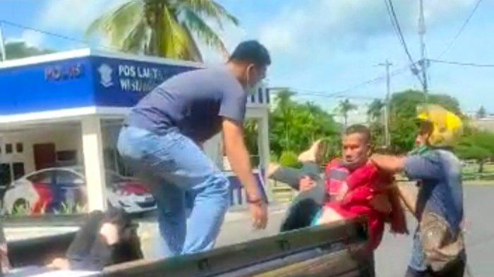 Pikap Tabrak Motor di Depan Pos Lantas Lingga, 2 Korban Dilarikan ke Rumah Sakit