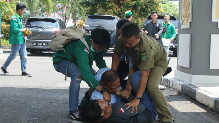 Anggota DPRD Kena Hantan Senjata 'Bruce Lee', Insiden Berdarah Rapat Wakil Rakyat