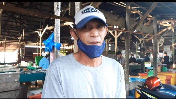 Kisah Doni Menabur Kebaikan di Balik Mencari Rezeki Jadi Juru Parkir di Pasar Ranai