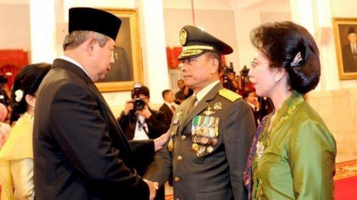 Foto Ilustrasi - Presiden SBY saat memberi ucapan selamat usai lantik Jenderal Moeldoko sebagai Panglima TNI pada 30 Agustus 2013