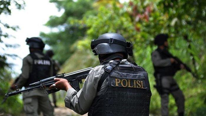 Polri Bertaruh Nyawa Demi Pembangunan di Papua, Lindungi Pekerja Dari Teroris KKB Papua