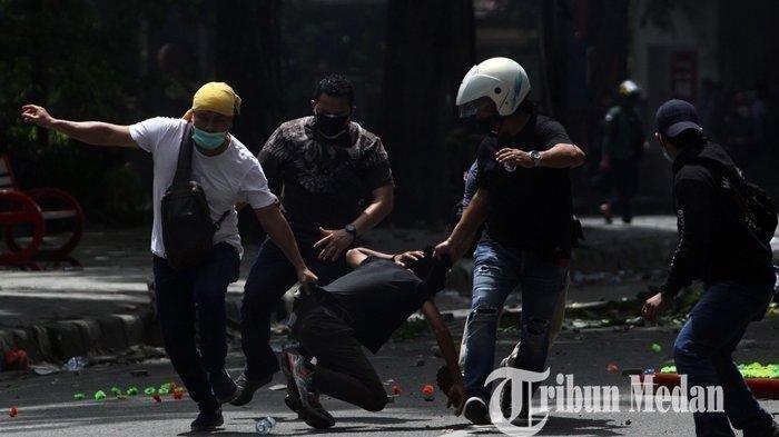 Dosen Ini Trauma! Ngaku Ditangkap dan Dipukuli Polisi saat Demo Tolak UU Cipta Kerja, Tubuhnya Lebam