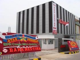 Bank Perkreditan Rakyat Tarik Belasan Mobil