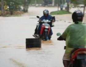 Sembako dan Furniture Hanyut Disapu Banjir