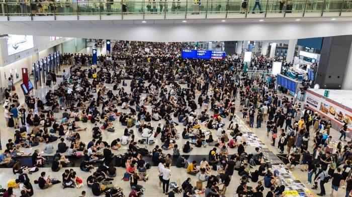 Akibat Unjuk Rasa, Pemesanan Tiket Pesawat ke Hong Kong Alami Penurunan Drastis