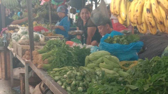 PASAR TOS 3000 - Aktivitas jual-beli di pasar Tos 3000 Jodoh Batam, Provinsi Kepri, Senin (5/10/2020). TRIBUN BATAM / LEO HALAWA