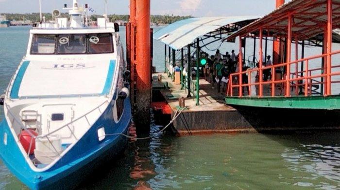 JADWAL Kapal Ferry dari Tanjungpinang, Pelabuhan Sri Bintan Pura ada 3 Jadwal Speedboat. Foto aktivitas Pelabuhan Sri Bintan Pura Tanjungpinang, Senin (12/4/2021).
