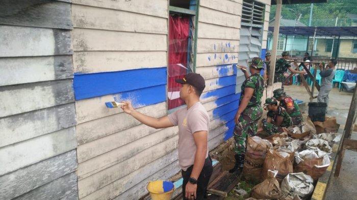 Aksi Gotong Royong TNI-Polri Membuat Kampung Pelangi di Kecamatan Jemaja Anambas