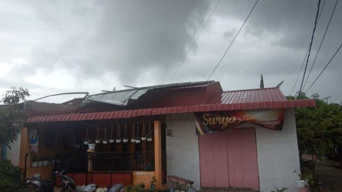 Angin Puting Beliung di Batam, Risna Kaget Anak Pulang dari Masjid Sambil Menangis