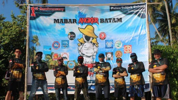 Club Angker Batam di Pulau Telijek dalam rangka ulangtahun pertama mereka