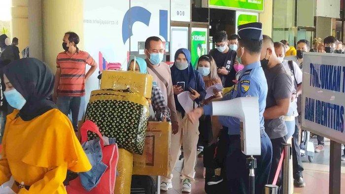 Bandara Hang Nadim Padat, Calon Penumpang Antre Panjang Tinggalkan Batam