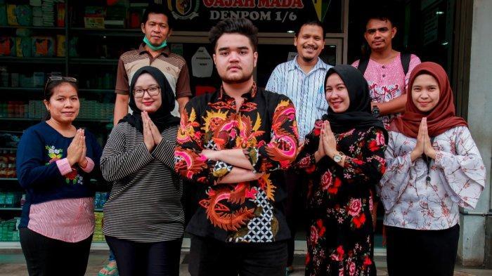 Jajaran owner, apoteker beserta pegawai Apotek R24 Seraya (Pusat)