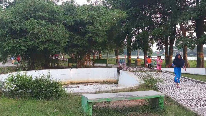 Tak Terawat, Kondisi Arena Bermain di Taman Hijau Bersih Karimun Bahayakan Anak