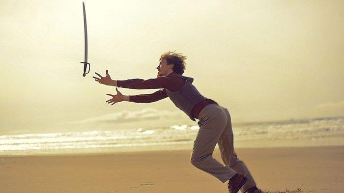 Arti Mimpi Melihat Pedang, Bila Pedangnya Berdarah Pertanda Baik, Waspada Mimpi Melihat Pedang Emas