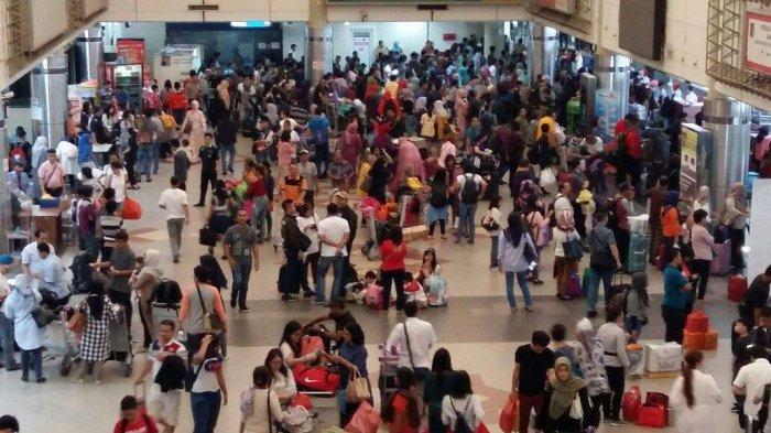 Arus Balik Tahun Baru, Bandara Hang Nadim Padat