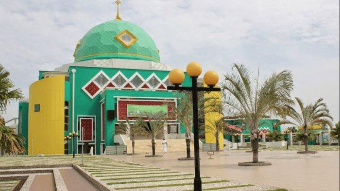 MASJID AGUNG KARIMUN - Pernah Raih Penghargaan, Inilah Sejarah dan Keunikan Arsitektur Masjid Agung Karimun. FOTO: BANGUNAN MASJID