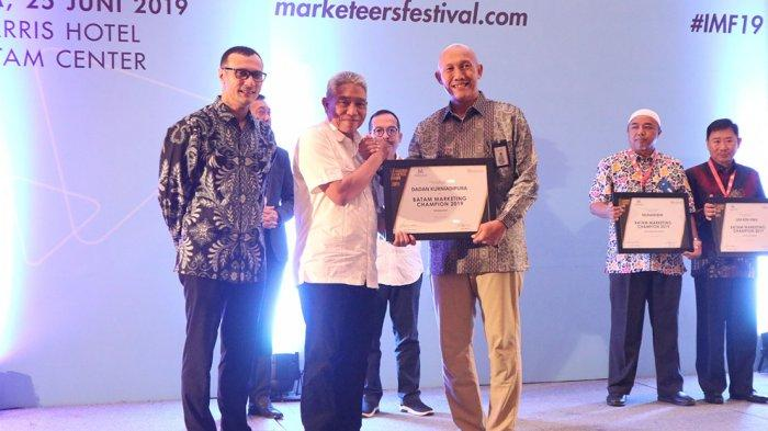 Dirut bright PLN Batam Raih Penghargaan Industri Marketing Champion 2019 Sektor Infrastruktur