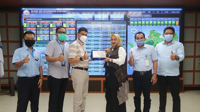 Manajemen Perumda Air Minum Tirta Pinang Kota Pangkalpinang saat berkunjung dalam rangka studi banding ke ATB beberapa waktu silam.