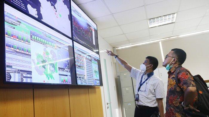 Manager IT & Sistem ATB Batam, Jamaluddin menjelaskan keunggulan teknologi SPARTA Smart Solution pada tamu dari PDAM beberapa waktu lalu.