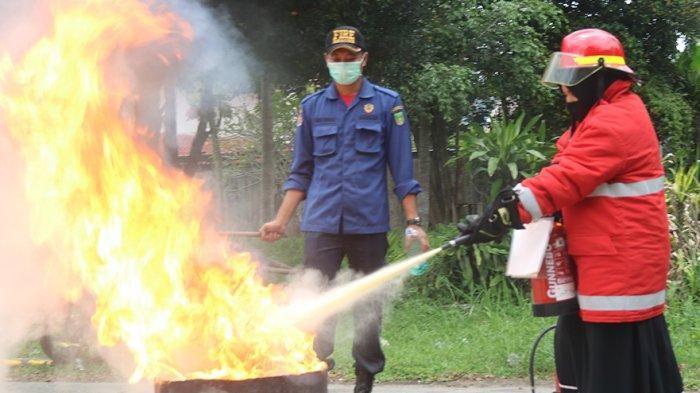 Konsisten Optimalkan Sistem Manajemen K3, Karyawan ATB Dilatih Terampil Menghadapi Kebakaran