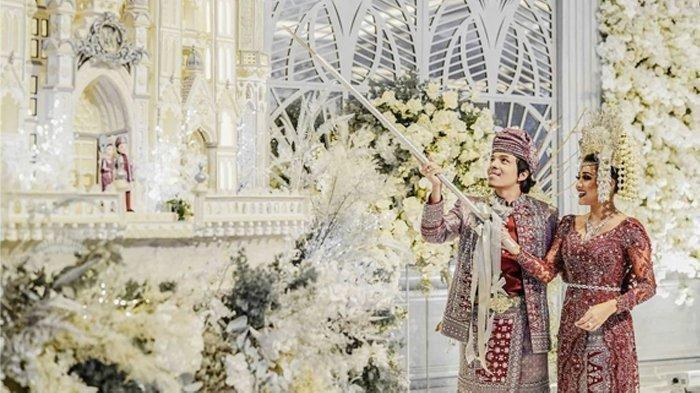 Makna Dibalik Atta Aurel Lakukan Pemotongan Kue Pernikahan Setinggi 3 Meter, Terkait Anak Cucu