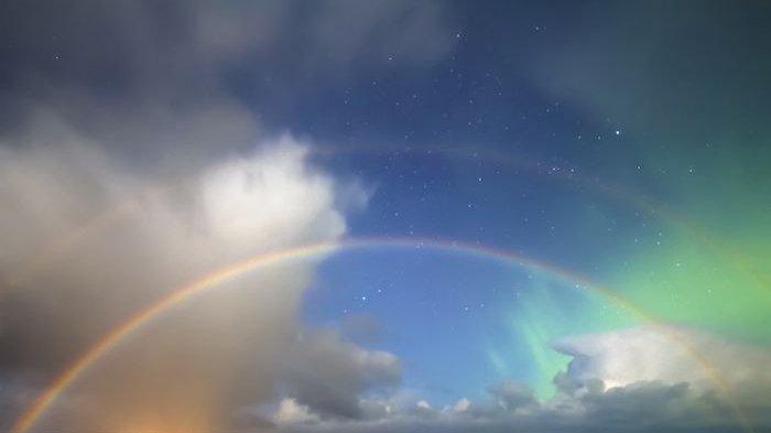 MENAKJUBKAN Keindahan Aurora Borealis Langka, Ketika Pelangi Malam Kembar Bertemu Cahaya Langit
