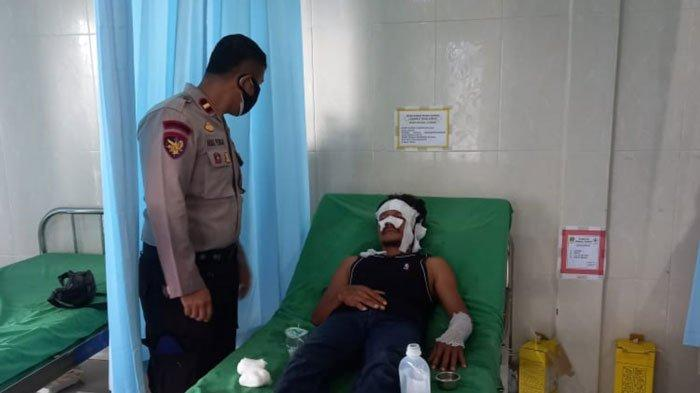 Korban speedboat terbakar saat mendapat perawatan medis di Puskesmas Lanjut, Kecamatan Singkep Pesisir, Kabupaten Lingga, Provinsi Kepri, Rabu (4/8).