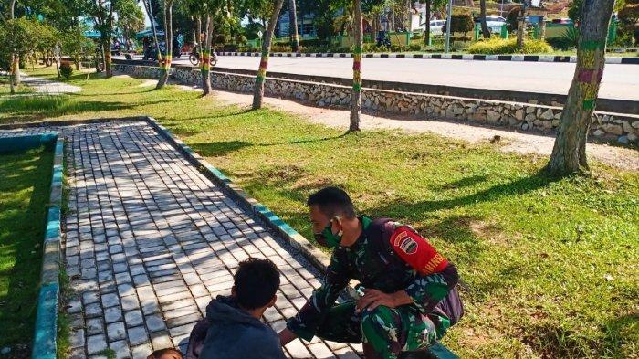 Jadi Lokasi Mangkal Pengemis, Ini Cara Babinsa TNI AD Ubah Citra Taman Hijau Bersih di Karimun