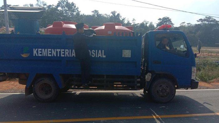 Koramil dan Dinsos Tarempa Suplai Air Bersih ke Masyarakat Anambas
