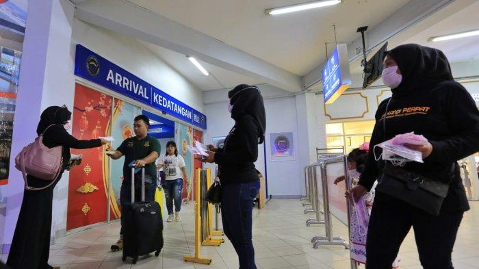 Antisipasi Virus Corona, LSM Peduli Bangsa, PWI Kepri & Perpat Bagi Masker di Pelabuhan Batam Centre