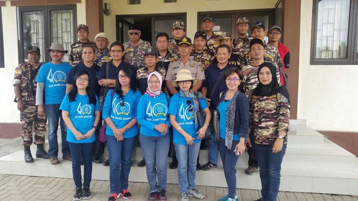 IKA UNS Peduli Korban Bencana Banjir di Bekasi - baksos-ikatan-keluarga-alumni-universitas-negeri-sebelas-maret-3_20160501_155400.jpg