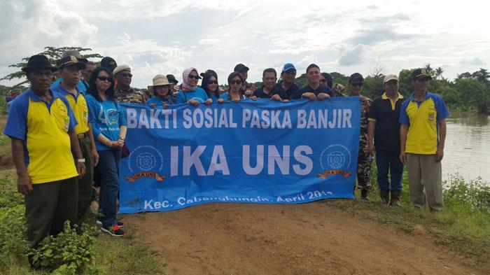 IKA UNS Peduli Korban Bencana Banjir di Bekasi - baksos-ikatan-keluarga-alumni-universitas-negeri-sebelas-maret_20160501_155231.jpg