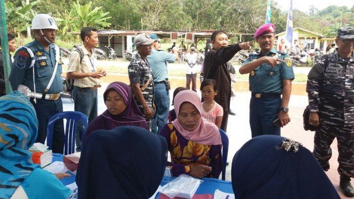 Bakti Sosial TNI AL di Karimun, Pasukan Marinir Jakarta Turun Langsung!  Warga Sambut Gembira!