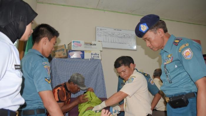 Tim Kesehatan Gabungan TNI, Gelar Pengobatan Gratis di Kampung Bugis