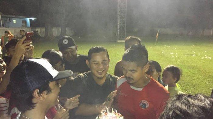 Setelah Dikerjai Teman-temannya, Bambang Pamungkas Dapat Surprise Jakmania