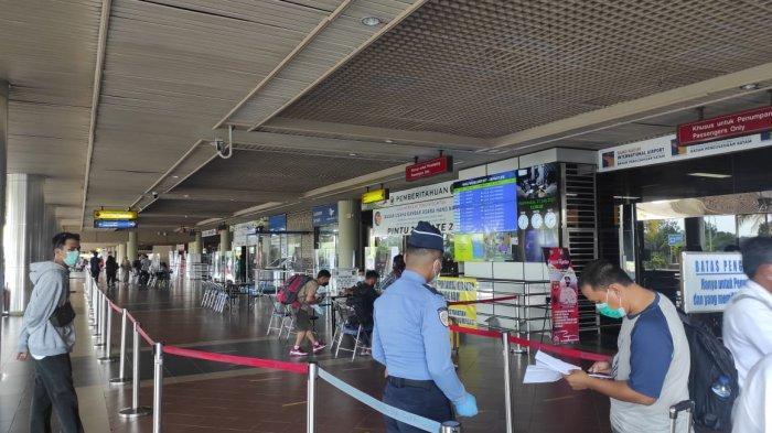 BANDARA HANG NADIM BATAM - Suasana terminal keberangkatan Bandara Hang Nadim Batam, Rabu (21/7/2021).