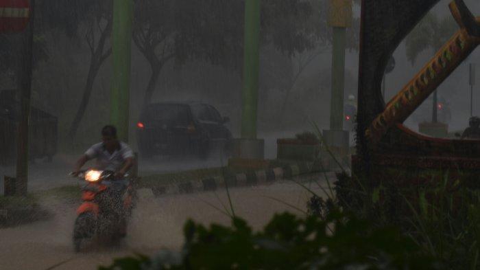 Langganan Banjir, Warga Kampung Simpangan KM. 16 Bintan Curhat Kebanjiran. Halo Pak Bupati?