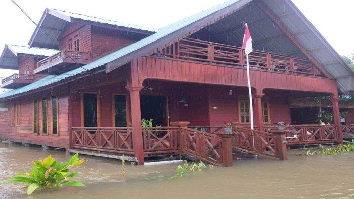 BANJIR DI ANAMBAS - Banjir di Desa Ulu Maras, Kecamatan Jemaja Timur, Kabupaten Kepulauan Anambas, Provinsi Kepri, Jumat (21/8).