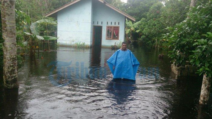 Banjir di Karimun Sudah Surut. Warga Mulai Bersihkan Rumah